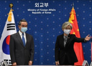 Chinese Foreign Minister Wang Yi meet with South Korean foreign minister Kang Kyung-wha in Seoul (Reuters)